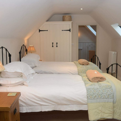 The Coach House twin room